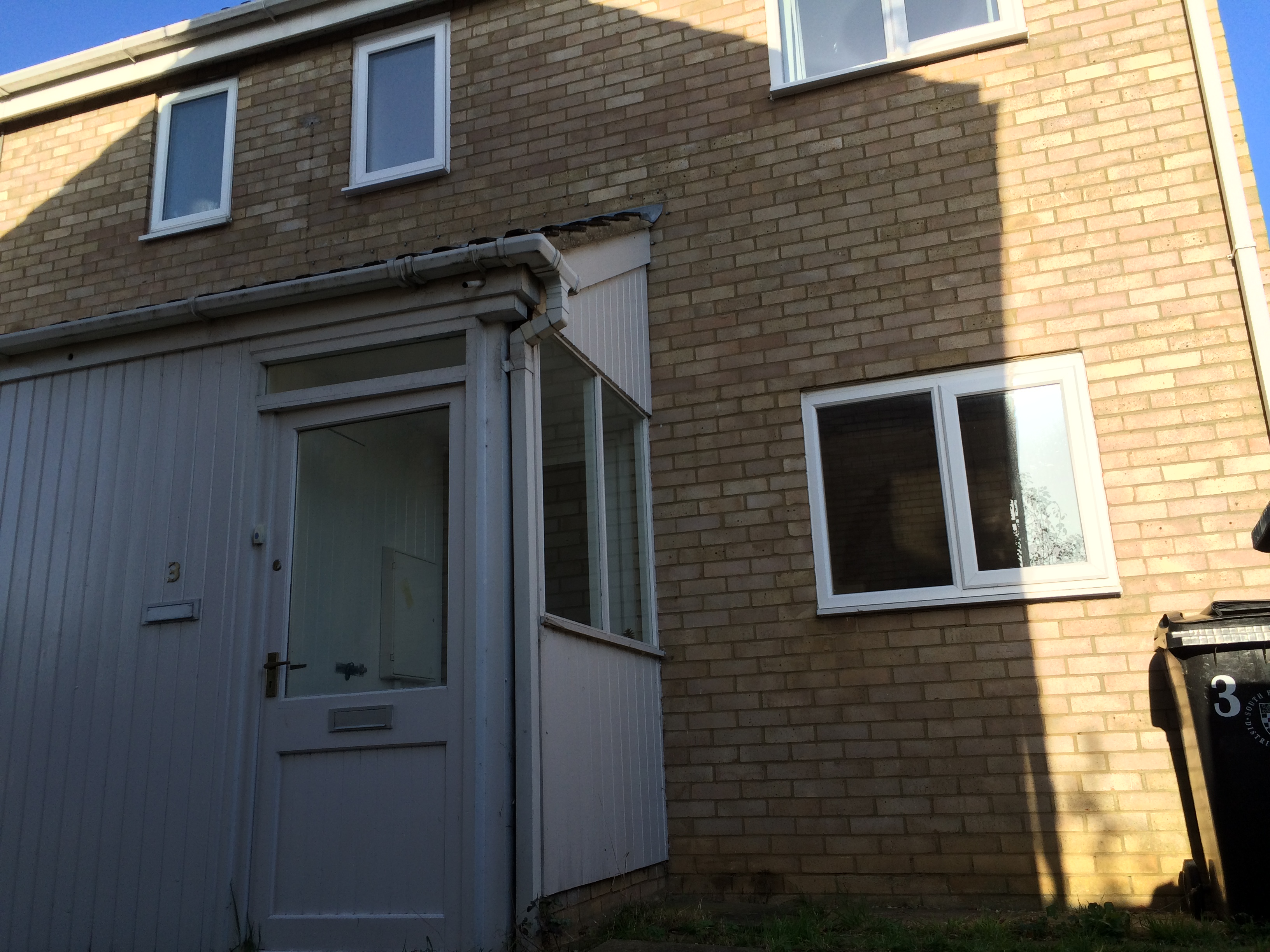 To Let 2 Bedroom end terrce house
